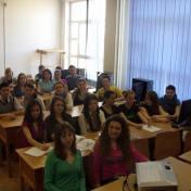 Conf. univ. dr. Aurelia Lăpuşan împreună cu studenţii specializării