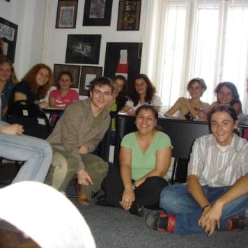 Prof. univ. dr. Ana Maria Munteanu împreună cu studenţii la Alianţa Franceză, anul 2006