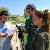 Producţia Filmului de promovare al UOC, anul 2010, Promoţia 2008-2011 (în imagine: Valentin Vanghelescu, Elena Fînariu şi Alexandru Carataş)