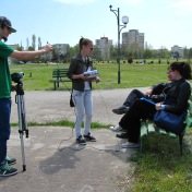 Producţia Filmului de promovare al UOC, anul 2010, Promoţia 2008-2011 (în imagine: Elena Fînariu şi Alexandru Carataş)