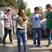 Producţia Filmului de promovare al UOC, anul 2010, Promoţia 2008-2011 (în imagine: Elena Ganea, Alexandra Andronie, Valentin Vanghelescu şi Alexandru Carataş)